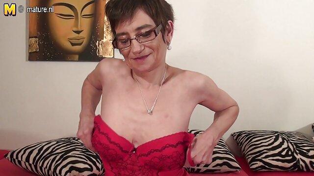 XXX nessuna registrazione  La signora fa dell'acqua videoporno gratis lesbiche uno schiavo mascherato.
