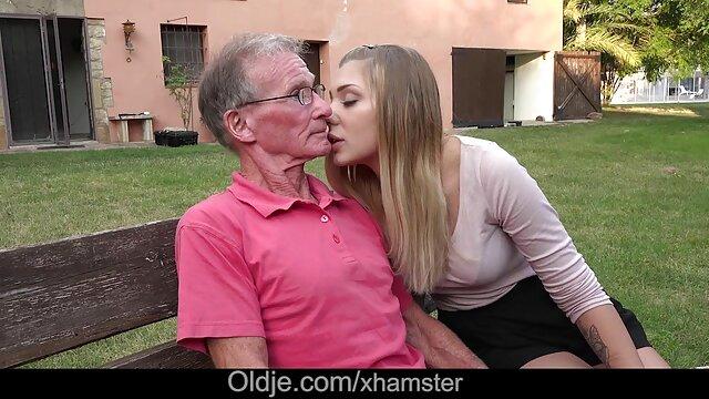 XXX nessuna registrazione  Il massaggiatore rompe film porno completi lesbiche una bella ragazza con bei seni.